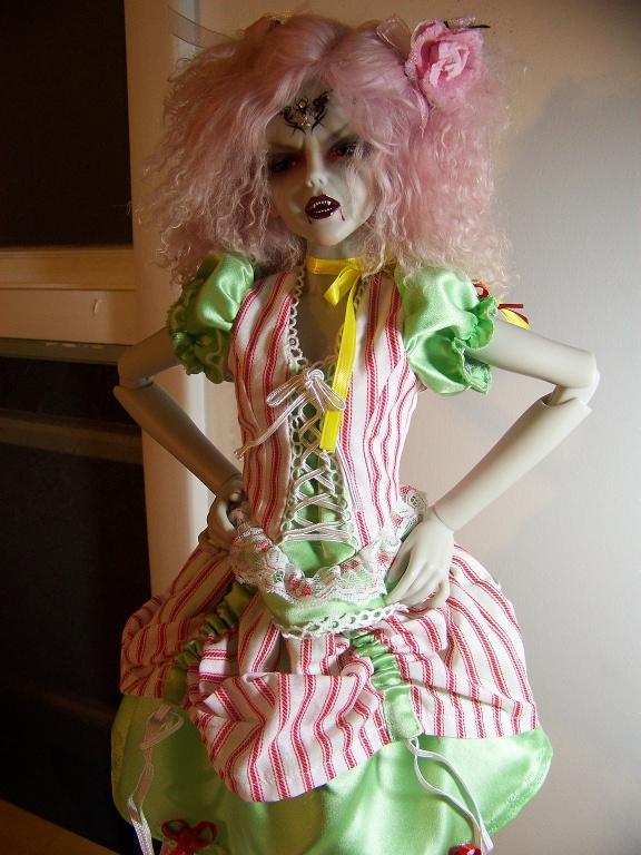 http://oddpla.net/blog/dolls/araminthe/latenight/100_5732.JPG