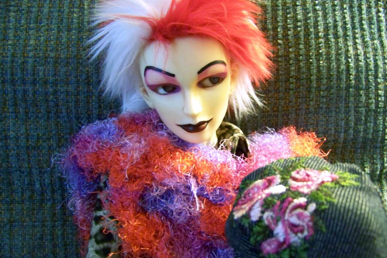 http://oddpla.net/blog/dolls/frank/badassery/100_0991.JPG