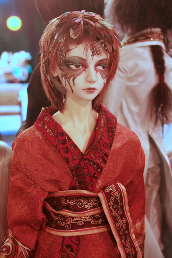 Haru'kan Arata Ramiel, ancient god of thunder. Leekeworld Lion head [normal]. Dollzone 65cm body [normal yellow]. All clothing, aesthetics, wig, and eyes by Okami Kodamo.